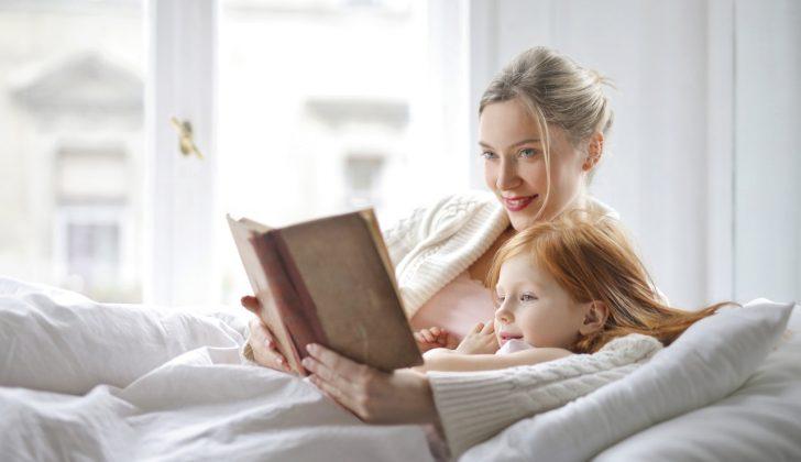 mom daughter reading