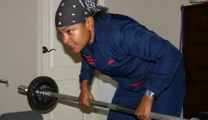 woman lifting tiny weights