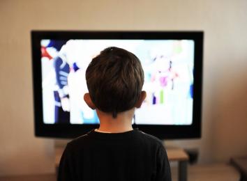 child near tv
